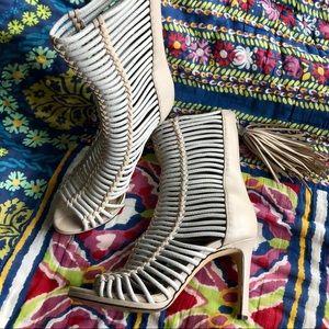 BCBG Ledder Sandal | Cobblestone Leather Heels